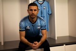 Kosta Barbarouses signs with Sydney FC