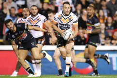 Josh Reynolds concedes he could lose spot to Robbie Farah